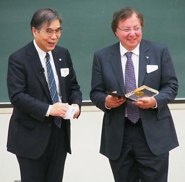 Howard Alper et nommé membre honoraire étranger de la Chemical Society of Japan