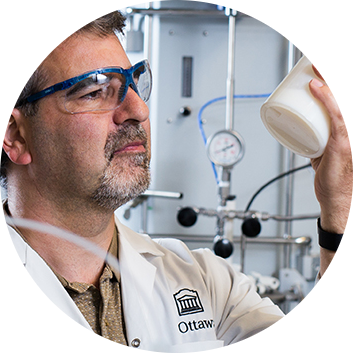 professeur Marc Dubé cherche à écologiser la fabrication des polymères